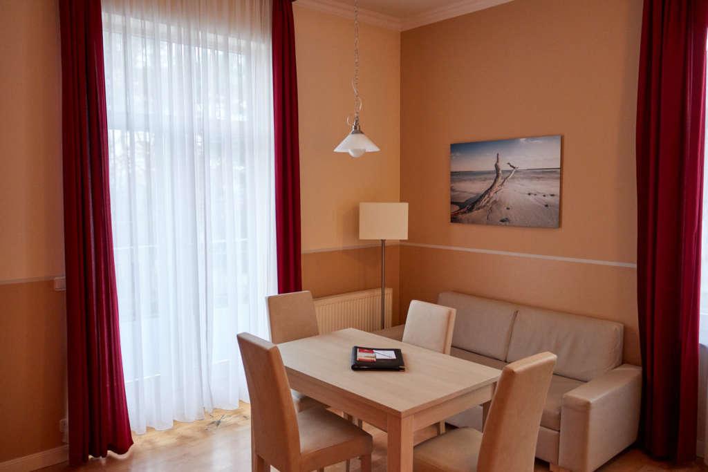 Apartment Kühlungsborn Tisch