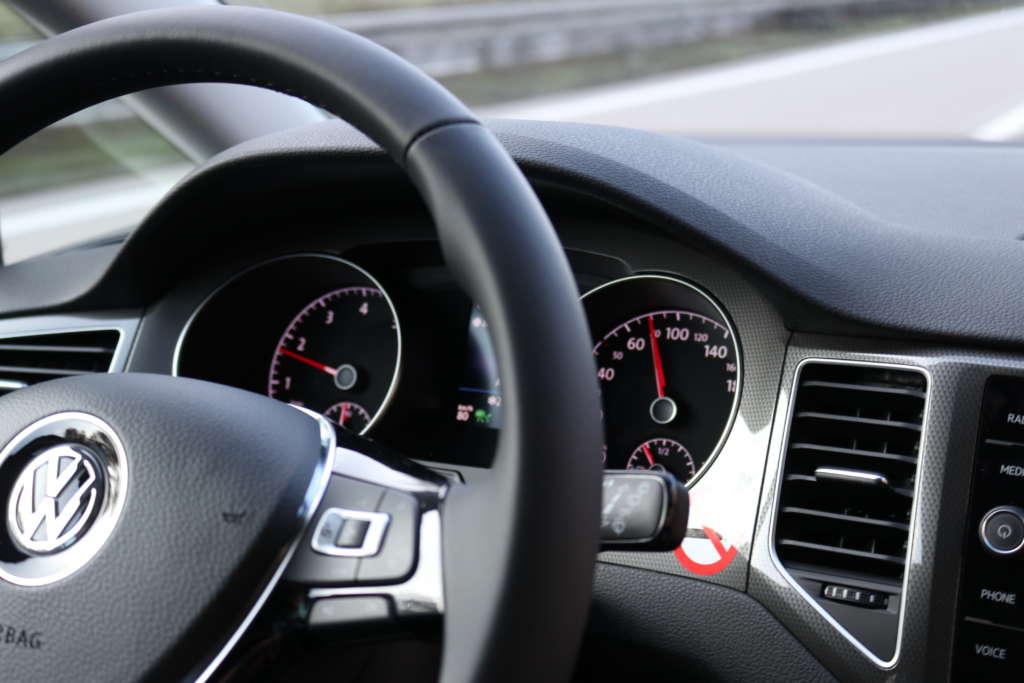 Test VW Golf 7 Sportsvan 1.5 TSI QCT 131 PS Lenkrad